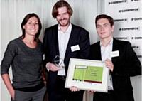 Isabelle Martin, Laser, a remis le premier prix Stratégie de conquête à Philippe de Ligniville (à droite) de Virgin Mobile et Lionel Avot de Nextdata.