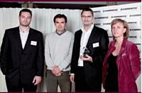 Christine Lorimy, La Poste, a remis le premier prix Innovation technologique à Jean-Michel Kuzaj de WineFair (au centre), ainsi qu'à Thomas Letscher (à gauche) et Laurent Soubrevilla de Visimmo 3D.