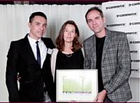La rédaction du magazine e-commerce a décerné un prix spécial à Gilbert Maria (à gauche) de Jitrois, ainsi qu'à Paul Gruber et Nathalie Victoria de Mazarine Digital.