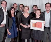Le prix Design / ergonomie a été remis par Laurent Baychelier (Atento), à droite, à l'équipe de Mazarine Digital et à celle d'Eric Bompard.