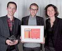 Le prix Innovation technologique a été remis par Delphine Mallet (Chronopost Interantional) à Mickaël Froger et Jérémie Peiro (Lengow).