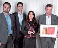 Le prix Logistique a été remis par Laurent Baychelier (Atento), à droite, à Arreba Rehman, Usman Javed et Umar Rehman (Fretbay).