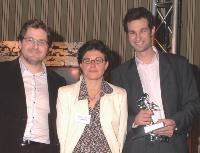 Trophée Stratégie de fidélisation Patrick Oualid (directeur marketing stratégique du groupe Fotovista), Martine Fuxa (rédactrice en chef adjointe d'e-commerce) et Yorick Hessel (responsable Nouveaux projets de Pixmania)