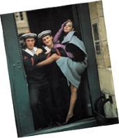Claude Chaffiotte (à gauche) posant en marin dans Vogue à 20 ans.