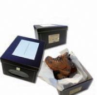 Ce mailing assorti d'une paire de chaussures de randonnée et vantant les mérites du nouveau 4X4 Jeep a été adressé au réseau ainsi qu'aux prospects de la marque.