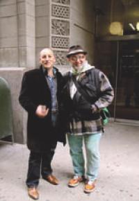 Passionné d'art contemporain Bertrand visite des ateliers à New York, ici en compagnie de Charlelie Couture.