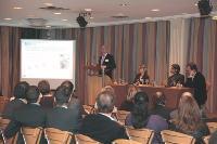 Mickaël Martin (EcoFolio), Sophie-Noëlle Némo (Mediapost), Albert Asséraf (JCDecaux) et Benoît Desveaux (AACC) présentant l'éco-conception.
