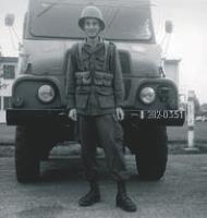 Durant son service militaire, il occupe la fonction de vaguemestre, chargé de la gestion des courriers postaux.