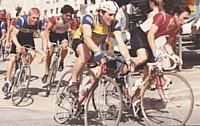 Grand amateur de cyclisme, il a pratiqué le vélo en compétition (tout à gauche sur la photo).