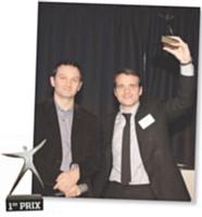 1ER PRIX Marc Pontet (La Poste), à gauche, a remis le trophée de l'H Marketing Client 2009 à Frank Desvignes
