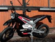 « Avec ma moto électrique, j'essaie de donner l'exemple en matière de transport écologique. »