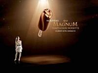 Un personnage virtuel évolue dans l'univers Magnum.