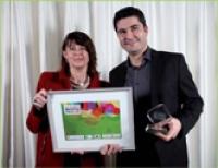 Céline Baumann (La Poste Courrier) a remis le prix à Fabrice Tolédano (Numericable).