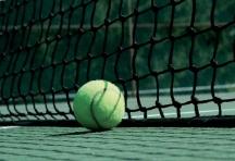 Cet hyperactit se défoule en pratiquant le tennis