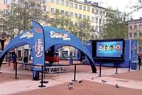 Les passants étaient également invités participer à un jeu vidéo sur écran géant.