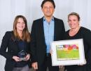 Aurélie Koutagias (Rapp), à droite, et Julie Franceschi (Imagine R) ont reçu le trophée des mains de Roger Lei (Laser).
