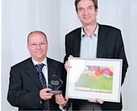 Raphaël Amory (Experian) a reçu le premier prix des mains de Fattah Arrom (EMS).