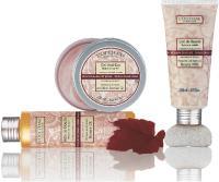 Les produits L'Occitane, à base d'ingrédients AOC et bio, sont conditionnés dans un packaging à la fois sobre et traditionnel.