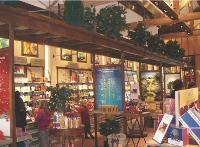 Dans ses 700 boutiques, L'Occitane recrée l'ambiance de la Provence. Un concept qui fait particulièrement rêver à l'étranger.