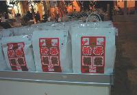 Au Japon, les Fukubukuros, (pochettes-surprises), vendues entre 30 et 300 euros, peuvent contenir des objets de grande valeur.