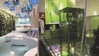 Dans les centres commerciaux (Velizy 2) ou les enseignes haut de gamme (Club Med Champs-Elysées), ou même les fast-food (KFC Les Halles), on commence à apparaître une théâtralisation de Pespace de vente, largement mise en scène par les nouvelles technologies.