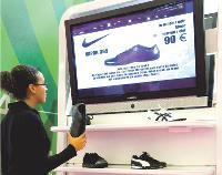 Les nouveaux meubles commerciaux se voient dotés de capteurs comme le présentoir intelligent de Supertec qui fonctionne avec la technologie RFID et qui permet une interactivité avec le shopper.