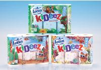 Les packagings se déclinent en trois décors: la jungle, le désert et l'océan, qui mettent en avant la mascotte d'un petit lémurien.