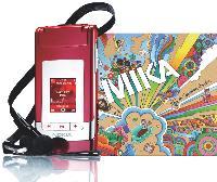 Nokia s'associe avec des artistes connus, comme Mika.