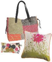 La chaîne Arte commercialise 15 articles en A textile, du Il sac de ville à la trousse de toilette.