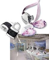 Pour rendre les perles et pierres en cristal Crystallised TM - Swarovski Eléments accessibles à tous, un nouveau concept de magasin a ouvert à Londres, en janvier.