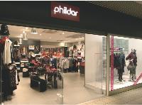 Le nouveau concept, plus moderne, invite les passants à pénétrer dans le magasin.