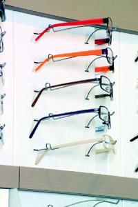 Les lunettes atol sont désormais présentées de trois quarts pour que le client se rende compte du profil du produit.