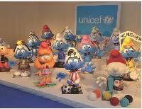 L'IMPS, société détentrice des droits des Schtroumpfs, a distribué des milliers de Schtroumpfs à customiser, au profit de l'Unicef. Pour ses produits partages, l'Unicef privilégie les marques à forte notoriété et grand public.