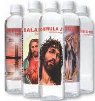 Aux Etats-Unis, la marque Spiritual Water propose de l'eau en bouteille avec des illustrations religieuses, des prières et des messages spirituels.