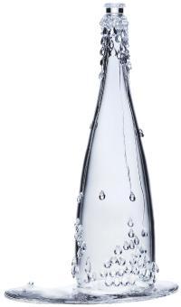Evian a fait réaliser cinq bouteilles Haute Couture par Baccarat et Jean Paul Gaultier.