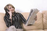 Téléphoner tout en lisant son journal est devenu courant. De plus en plus de Français combinent plusieurs activités et profitent de la diversité des contenus accessibles via un seul support.