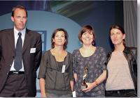Stéphanie Jourdan (Ikea), Catherine Laffaille et Laurence Quittelier (Ubi Bene) ont reçu le Trophée du marketing opérationnel/événementiel des mains de Renaud Grand Clément (20 minutes) à gauche.