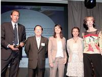 Renaud Grand Clément (20 minutes) a remis le Trophée des études à Christian Barbaray et Tamara Sereno-Jeannin (Init) en présence de Brigitte Paternault (L'Oréal) et Xavière Tessier-Viennois (Le Club des créateurs de beauté).