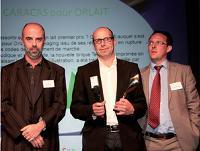 Hervé Guitaut (Caracas), au milieu, et Jean-Marc Untereiner (Orlait), à droite, ont reçu le Trophée Design Packaging des mains de Gilles Deleris (ADC), à gauche.