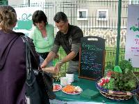 Depuis 2007, la SNCF s'initie à la vente de fruits et légumes pour les hypermobiles de la région parisienne. La compagnie ferroviaire espère dépasser les 30000 paniers vendus à la fin 2009.