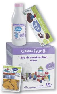 En linéaire, Casino Famili arbore trois couleurs, selon la cible: violet pour les bébés, vert pour les enfants et rouge pour toute la famille.