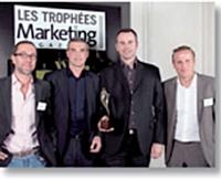 François Joret, Michel Salinier (Ebb & Flow) et Olivier Bizot (Volkswagen France) ont reçu le Trophée Stratégie de communication des mains de Sébastien Boitelle (Aprimo).