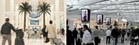 De gigantesques écrans LCD ont été installés par JCDecaux dans les aéroports de Dubaï (à g.) et de Londres.