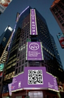 Un immense flashcode dressé sur la tour Thomson Reuters à times Square.