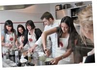 Accessible à tous, L'atelier des Chefs propose de nombreuses formules de cours, de 30 minutes à quatre heures.