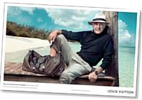 Sean Connery, icône aux tempes grises, pose pour Vuitton.