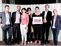 L'agence Posterscope, pour Inpes, a reçu le Trophée Stratégie de communication des mains de Sylvia Tassan-Toffola (TF1 Publicité 361 et Digital),à droite.