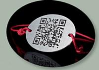 Le premier bracelet à QR code permet de scanner la future âme soeur.