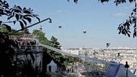 Après la Tour Eiffel, le Sacré Coeur... le 2 juillet 2011, Taïg Khris battait un autre record, celui du saut en longueur en roller, à l'occasion du M6 mobile Mega Jump.