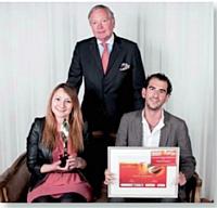 L'agence Conceptory, pour Converse, a reçu le Trophée Marketing événementiel des mains de Christian le Bret, président Produit de l'Année France, au centre.